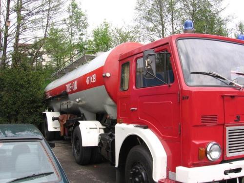 samochód gaśniczy JELCZ C 317 D 4X2 ---- JELCZ 317 D - specyfikacje techniczne: SILNIK Typ: SW680/105 Rodzaj: czterosuwowy, wysokoprężny, turbodoładowany Mocowanie silnika: elastyczne w czterech punktach Ciężar silnika (kg): 1025 wraz z osprzętem Liczb...