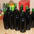 Wino z wiśni tuż po rozlaniu do butelek - 20.09.2006 #wino #butelka #butelki #wiśnie