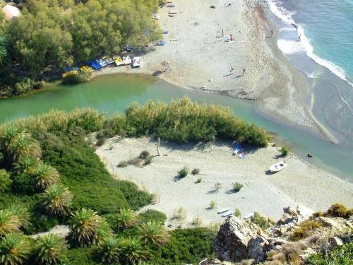 o tu wlansie dokladnie sie kapalismy(ta zielona woda jest strasznie zimna(z gor) a ta niebieska-miodzio:)))